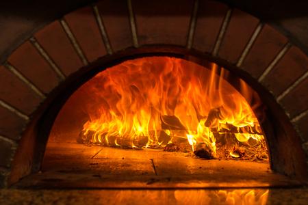 Photo pour Fire wood burning in the oven - image libre de droit