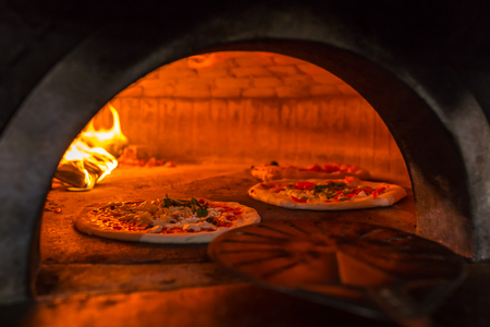 Photo pour Original neapolitan pizza margherita in a traditional wood oven in Naples restaurant, Italy - image libre de droit