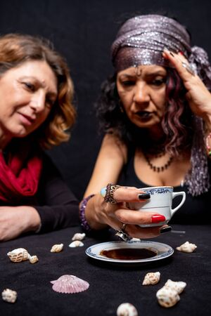 Photo pour Turkish Coffee  and Fortune Telling lady. - image libre de droit