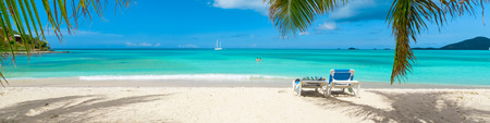 Photo pour Tropical beach paradise - image libre de droit