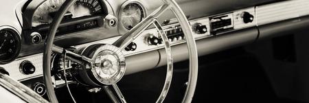 Photo pour Dashboard of classic car - image libre de droit