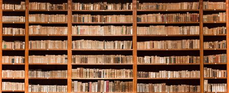 Photo pour Lots of old books in a old library - image libre de droit