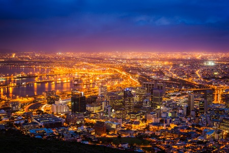 Foto de View of Cape Town at dawn, South Africa - Imagen libre de derechos