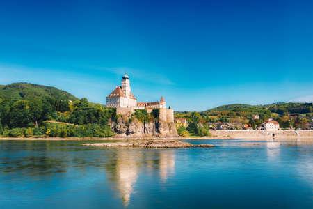 Foto für Castle Schoenbuehel at the Danube river in Wachau. Beautiful landmark in Lower Austria during summertime. - Lizenzfreies Bild