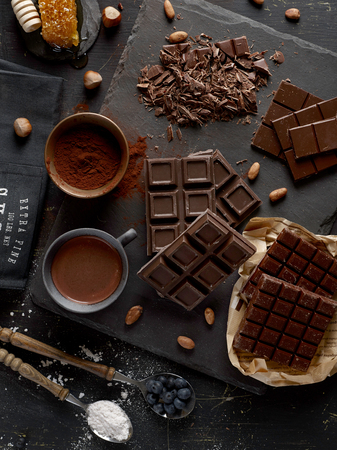 Photo pour Dark chocolate bars - image libre de droit