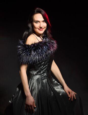 Photo pour Portrait of attractive woman with ofashioned hairstyle - image libre de droit