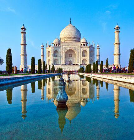 Foto für AGRA, INDIA - NOV 15, 2011: people visit beautiful Taj Mahal in India with blue sky - Lizenzfreies Bild
