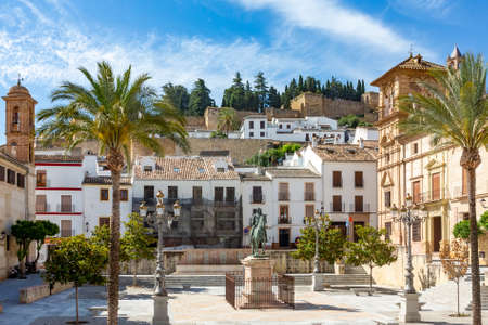 Photo pour statue of Don Fernando in Antequera at Don Fernando Place, Spain - image libre de droit