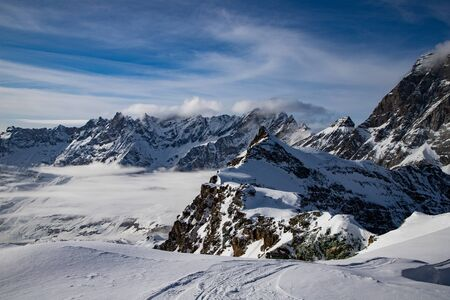Photo pour snow covered peaks in the Swiss Alps Matterhorn glacier paradise - image libre de droit