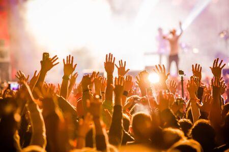 Photo pour Crowd at concert - image libre de droit