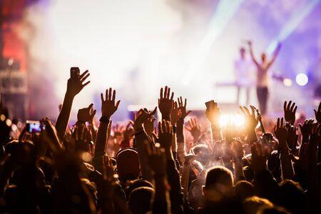 Foto de Crowd at concert - Imagen libre de derechos