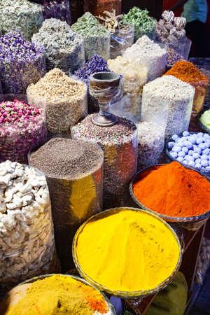 Photo pour arabic Spices at the market Souk Madinat Jumeirah in Dubai, UAE - image libre de droit