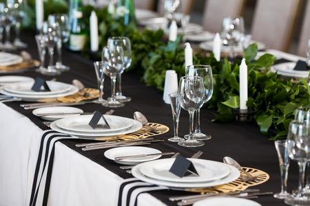 Photo pour Wedding decor. Wedding interior, Festive decor, table layout. - image libre de droit