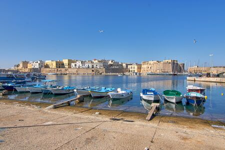 Photo pour Panoramic View Of Gallipoli Harbour And Medieval Castle During a Sunny And Hot Autumn Day - image libre de droit