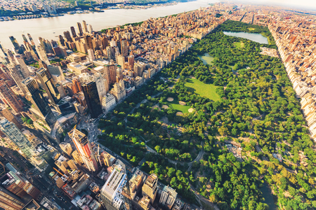 Photo pour Aerial view of Manhattan New York looking north up Central Park - image libre de droit