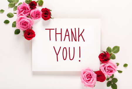 Foto für Thank You message with roses and leaves top view flat lay - Lizenzfreies Bild