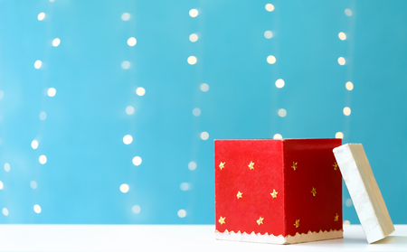 Foto de Christmas gift box on a shiny light blue background - Imagen libre de derechos