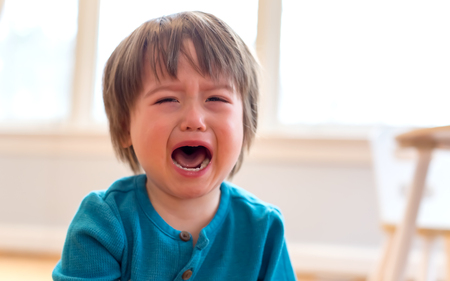 Foto de Upset crying and mad little toddler boy - Imagen libre de derechos