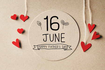 Photo pour 16 June Happy Fathers Day message with handmade small paper hearts - image libre de droit