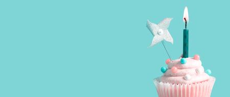 Photo pour Celebratory cupcake with a decorative lit candle - image libre de droit