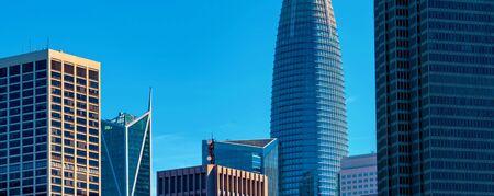 Foto de Downtown San Francisco skyline buildings and skyscrapers - Imagen libre de derechos