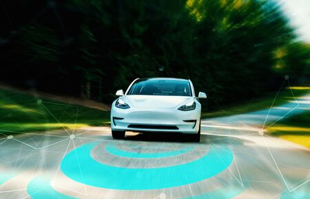Photo pour Autonomous self driving car technology concept on a rural road - image libre de droit