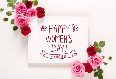 Photo pour Womens Day message with roses and leaves top view flat lay - image libre de droit