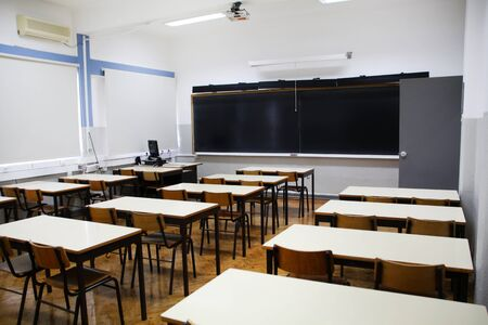 Photo pour View of the interior of secondary classroom. - image libre de droit