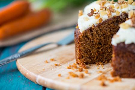 Photo pour Freshly decorated organic carrot cake - image libre de droit