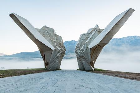 Photo pour Tjentiste World War II monument, Bosnia. - image libre de droit