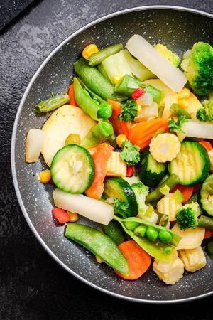 Photo pour Stir Fry Vegetables on Pan Close Up View. Clean Healthy Eating. Vegetable Mix. Green Diet. - image libre de droit