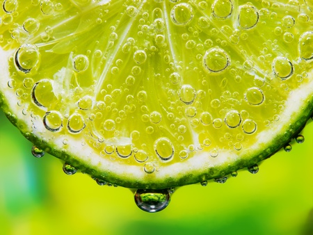 Foto de Close-up of the lemon with bubbles - Imagen libre de derechos