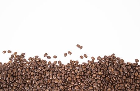 Photo pour mockup of coffee beans isolated on white background - image libre de droit