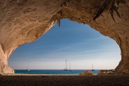 Photo pour Inside a cave at Cala Luna beach on the Italian island of Sardinia - image libre de droit