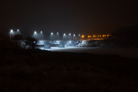 Photo pour bridge over the river at night different color lights on the bridge and fog - image libre de droit