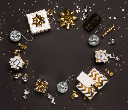 Photo pour Christmas composition. Gold and silver decorations, mirror disco balls, gifts on dark black background. Christmas, winter, new year concept. Flat lay, top view, copy space. - image libre de droit