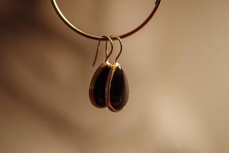 Photo pour hung gold earrings with black stone - image libre de droit