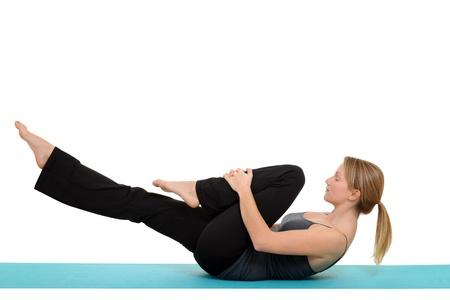 woman doing Pilates single leg stretch