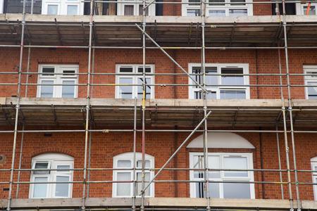 Photo pour scaffolding on a house. - image libre de droit