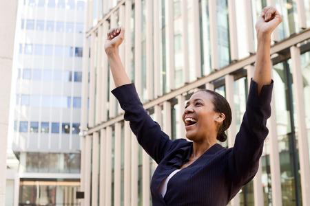 Photo pour young business woman celebrating - image libre de droit