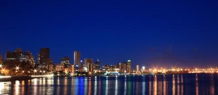 Photo pour night scene of coastal city - Durban, South Africa - image libre de droit