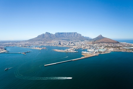 Photo pour aerial view of Cape Town and table mountain, South Africa - image libre de droit