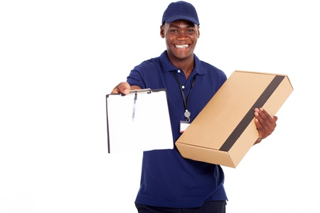 Photo pour african american delivery man carrying parcel and presenting receiving form - image libre de droit