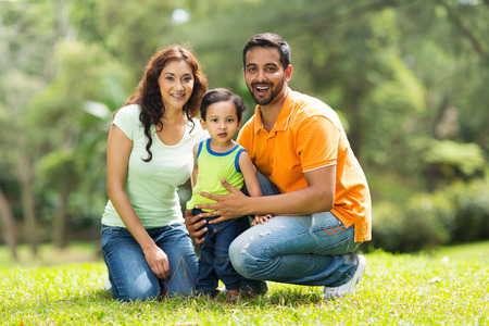 Foto de portrait of happy indian family outdoors - Imagen libre de derechos
