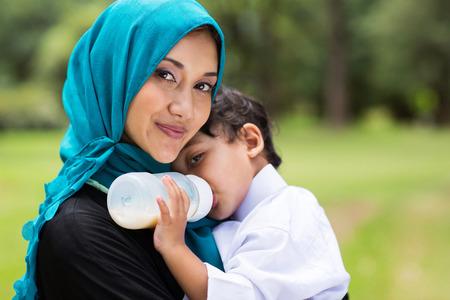 Photo pour beautiful Arabic mother and baby boy outdoors - image libre de droit