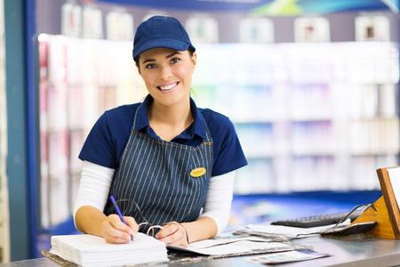 Photo pour beautiful female paint store clerk working - image libre de droit
