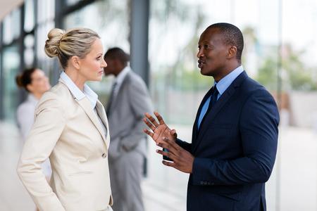 Foto de portrait of business people chatting after the meeting - Imagen libre de derechos