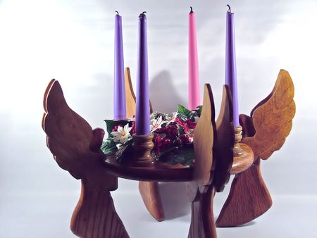 advent candle with wooden angels