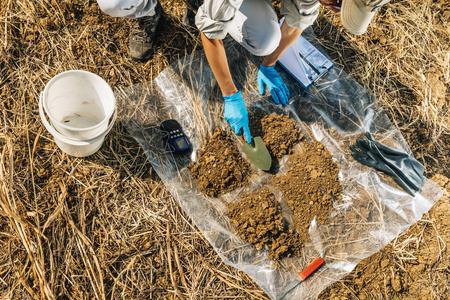Photo pour Soil Fertility Analysis. Female agronomist taking soil sample. Environmental protection, organic soil certification, research, close up - image libre de droit