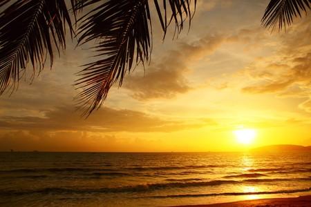 Photo pour Sunset over sea with clouds - image libre de droit